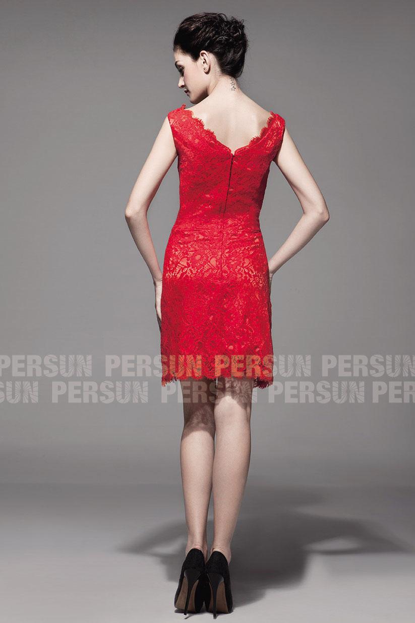 Robe rouge courte en dentelle col V