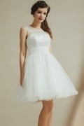 Chic White Scoop Knee Length Tulle Sequins Bridesmaid Dress