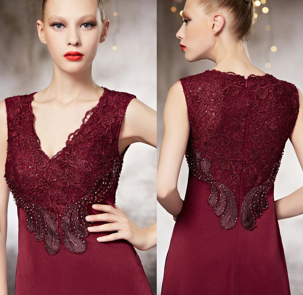robe bordeaux pour soir e longue en dentelle orn e de bijoux col v. Black Bedroom Furniture Sets. Home Design Ideas