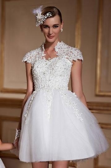 2016 Kurz Spitze Ivory A-Linie Brautkleider mit Ärmeln Persun