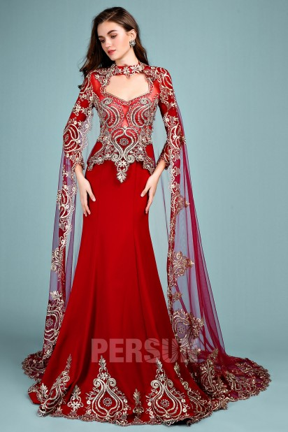 Red Indian Wedding Gowns with long sleeves and cloak with golden lace applique