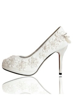 Chaussures mariage blanches à talons fleurs perles