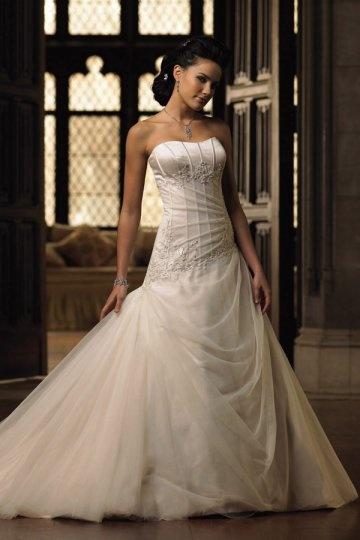 Vestido de noiva cauda capela em cetim decorado de strass Sem alça