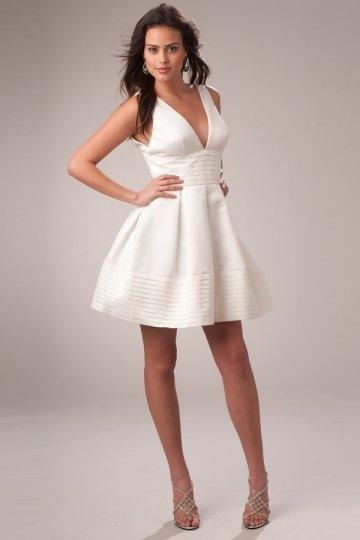 Robe de cocktail 2012 à A-ligne décolletée plongeant blanche courte