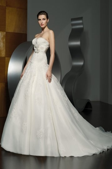 Sweetheart High Waist Beaded Vintage Chapel Train Wedding Dress