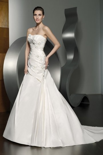 A-line Strapless Beaded Applique Court Train Wedding Dress