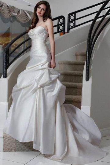 Sweetheart Pleated Court Train Satin Wedding Dress