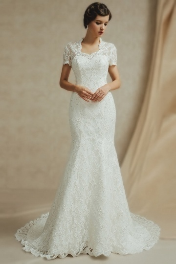 Gorgeous Trumpet Ivory Lace Scalloped Sequins Wedding Dress With Bow