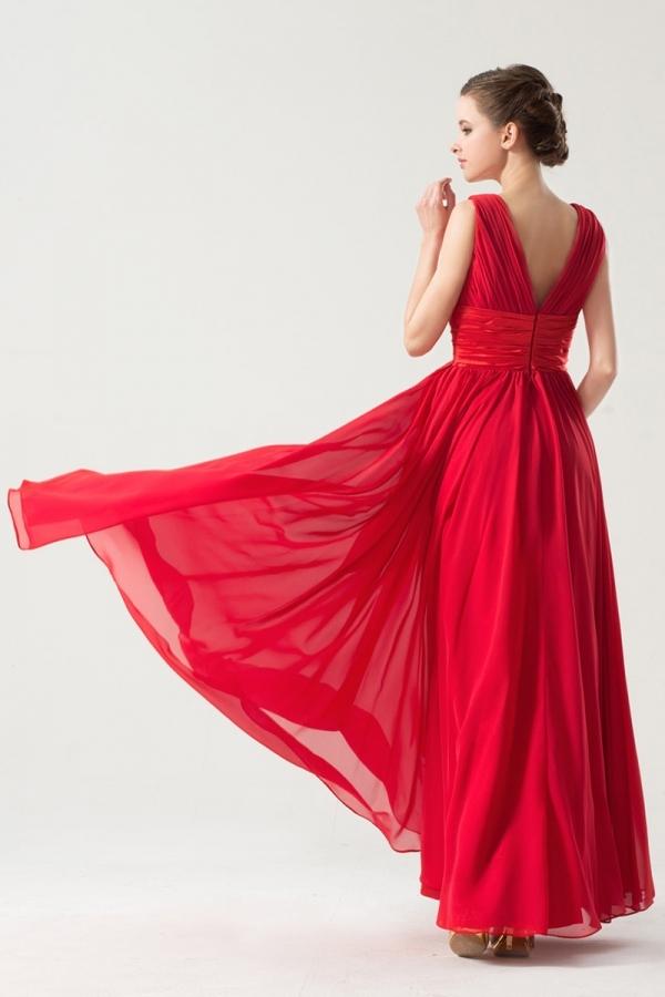 Robe rouge ceinturée empire à encolure V