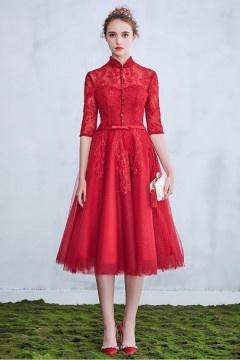 Robe de mariée rouge modeste mi longue avec manches & col monant