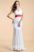 Robe blanche de soirée en sirène avec ruban rouge