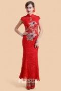 Rouge robe moulante en dentelle