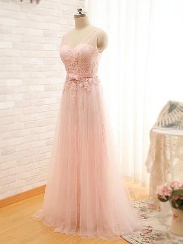 Robe de soirée rose longue avec broderie délicate col en V