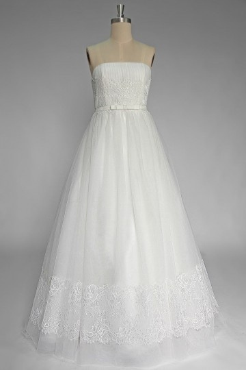 Simple Tulle Floor Length Lace Strapless Wedding Dress