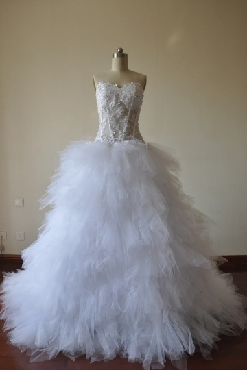 Chic Ball Gown weißes Herz-Ausschnitt Brautkleider aus Tüll Persun