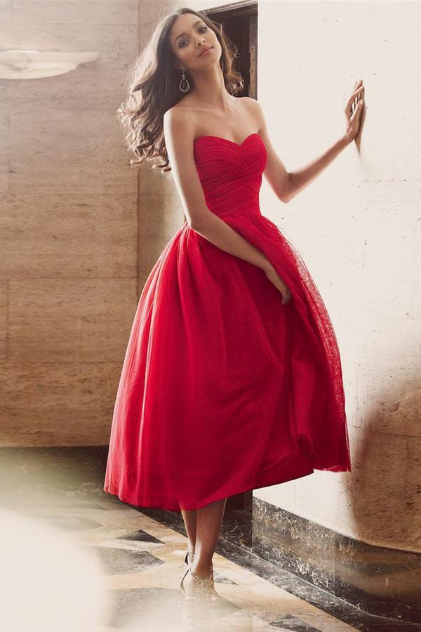 Allure robe rouge mi longue tulle à bustier cœur pour Noël