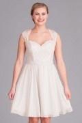 Hochzeitskleid mit kurzem Ausschnitt und offenem Rücken