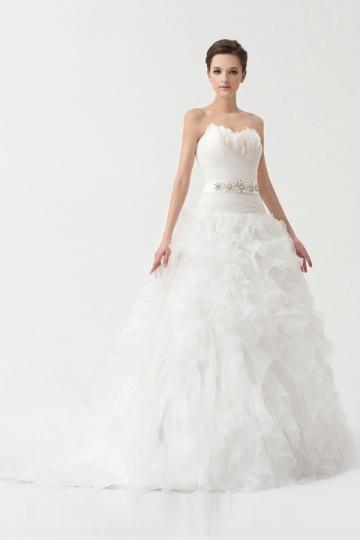 Traumhaftes Herz-Ausschnitt Feder Rüsche Perlen Brautkleid Persun
