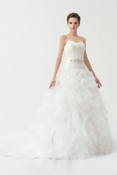 Robe pour mariée ornée de plumes volants organza blanche