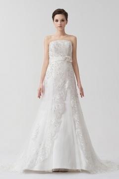 Robe pour mariée dentelle blanche ceinturée bijoux