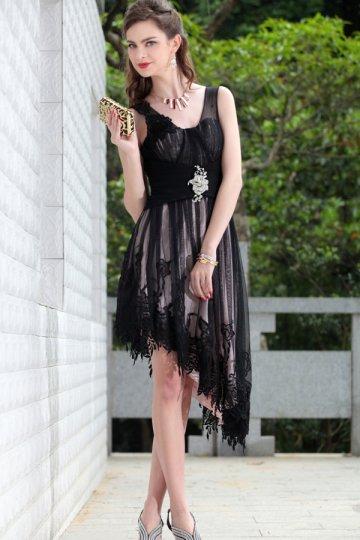 Robe de cocktail brodée haut-bas en mousseline de soie noire à A-ligne décolletée en V