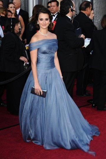 Vestido de celebridade Penelope Cruz ombro aberto plissado pregueado em Chiffon