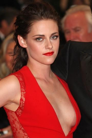 Kristen Stewart in Deep v Red Gown