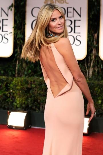 Robe de star Heidi Klum col américain ornée de strass dos ouvert en mousseline de soie