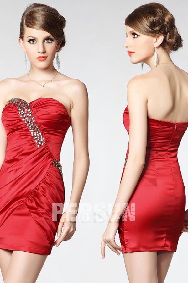 Petite robe rouge pour soirée mondaine moulante bustier strassé