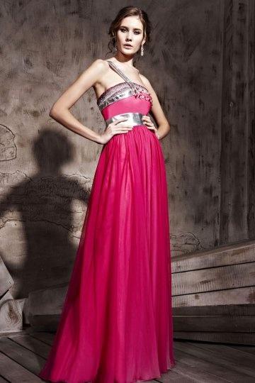 Ein schulter perlen verziertes bodenlanges rotes tencel - Rotes abendkleid lang ...