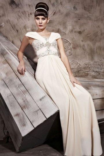 Vestido de noite em Chiffon de seda linha-A pregueado e decorado de strass decote em V
