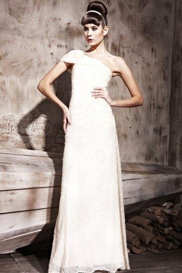 Elegante Vestido de Noche Largo de Encaje con Solo Hombro Abalorio Corte Recto