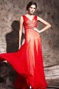 Robe de soirée en pampille à A-ligne rouge ornée de strass décolletée en V