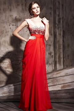 Robe de soirée à A-ligne rouge ornée de strass décolletée en V