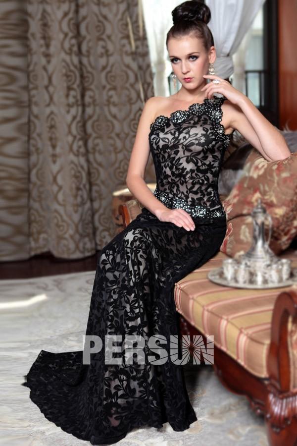 Robe noir baroque encolure oblique