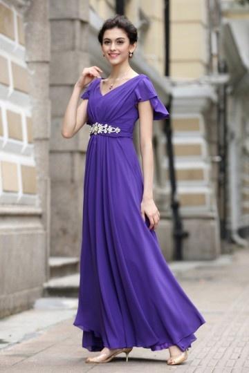 Vestido violeta noite decote em V manga curta