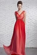 Robe rouge empire ornée de bijoux mousseline dos ouvert