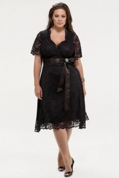 Robe courte noire dentelle pour les rondes avec manches courtes
