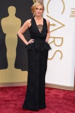 Robe longue péplum dentelle noire de Julia Roberts aux Oscars 2014