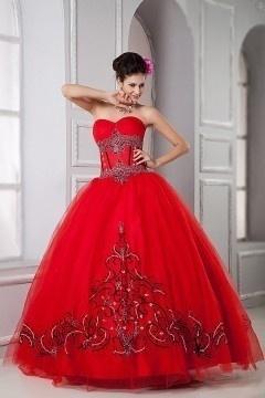 Robe mariée princesse rouge bustier coeur à motif noir et blanc