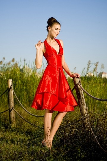Vestido de Cóctel/Fiesta de baile de Tafetán Rojo con Escote Halter Escalonado Imperio Corte A