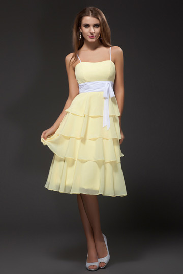 Vestido Amarelo de cocktail com cinto branco Sem alça