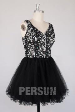 Petite robe noire à haut recouvert de dentelle