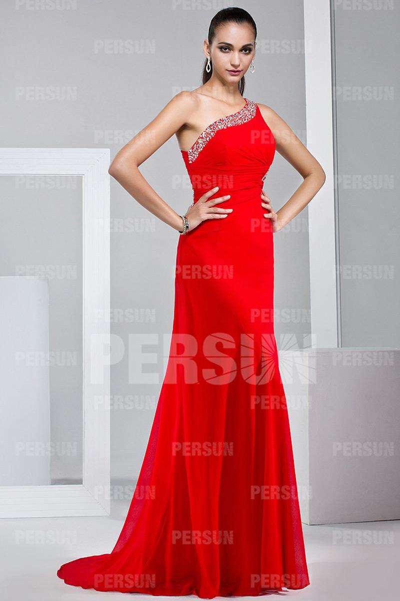 Robe bal rouge longue plissée épaule asymétrique stras