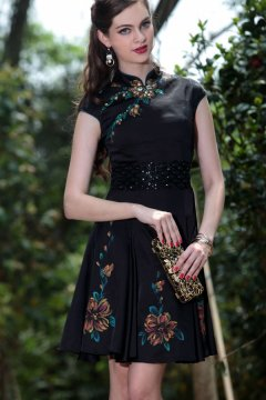 Robe de cocktail noire courte vintage à A-ligne avec mancherons et impression