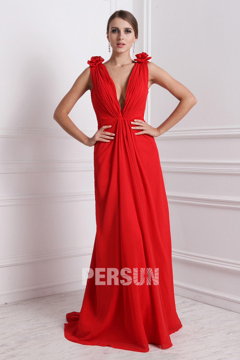 sexy robe rouge à col V profonde