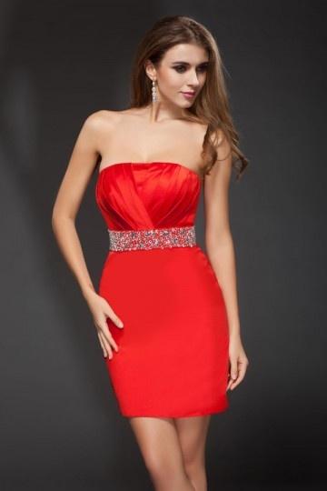 Vestido bustiê vermelho curto de cocktail decorado de jóias