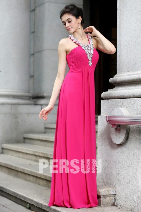 Robe rose bonbon longue empire à bretelle ornée de strass en mousseline