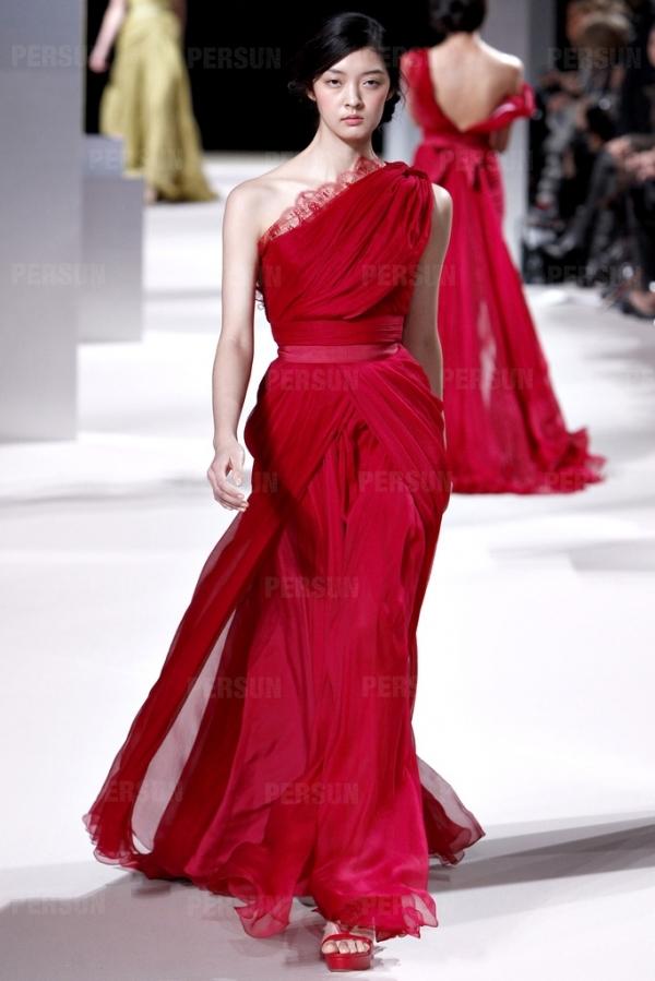 robe rouge longue fendue asymétrique dos nu