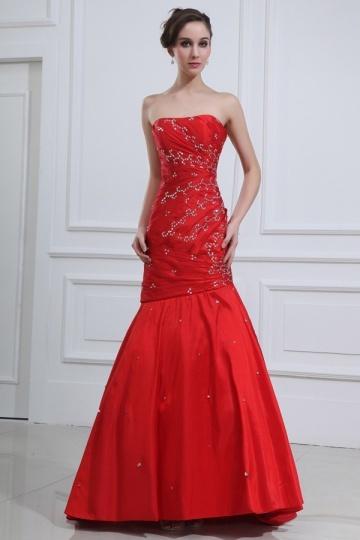 Vestido de noite vermelho sereia decorado de jóias em tafetá vermelho